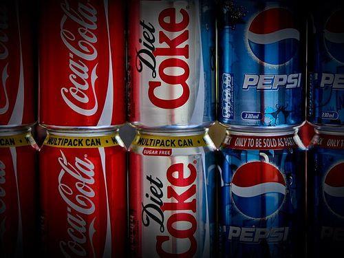 コカコーラやペプシの缶00