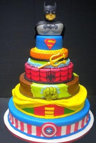 14おもしろいキャラクターケーキ