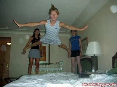 ベッドの上の少女たち04
