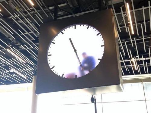 アムステルダム空港の手書き時計03