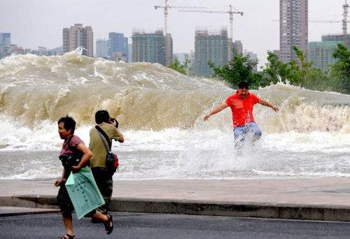 銭塘江の大波17