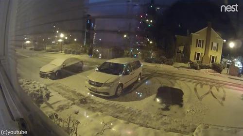 雪の駐車場で偶然できたもの04