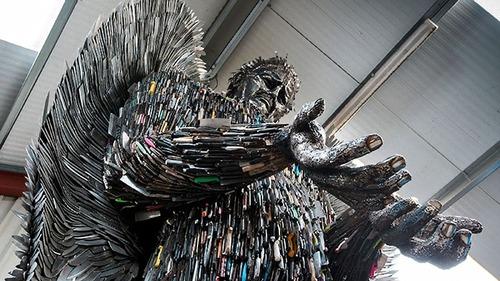 10万本のナイフで天使像02