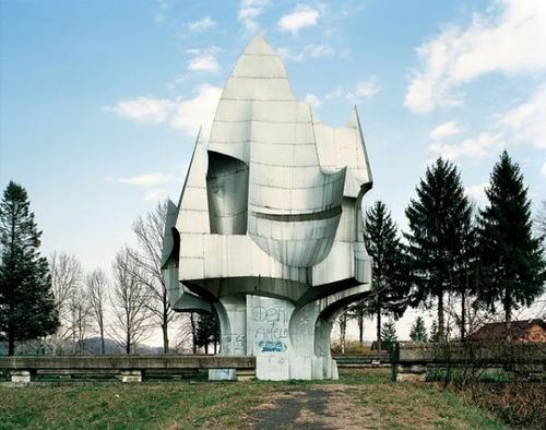 旧ユーゴスラビアのモニュメント08