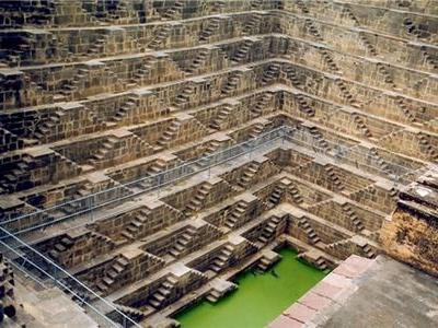 階段だらけのインドの井戸「Chand Baori」TOP