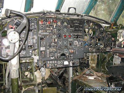 森に捨てられたロシアの輸送機08