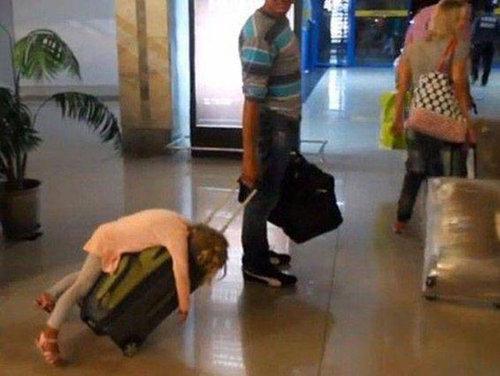 空港で見かける奇妙な事 06