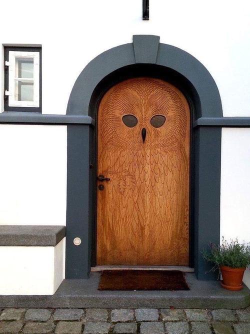 フクロウデザインのドア01