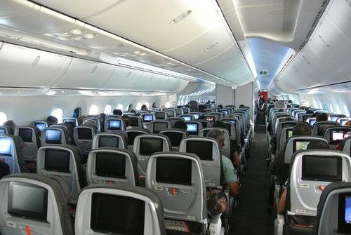 飛行機の中に座席が全くなかったら04
