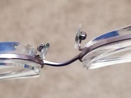 分厚いメガネ02