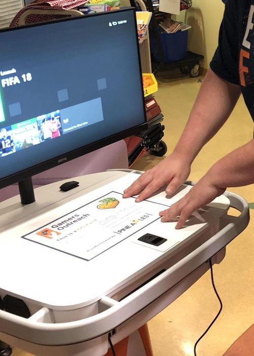 子ども病院にゲームステーションを2台02