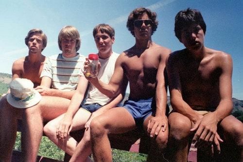 5人組が5年ごとに30年同じ写真01