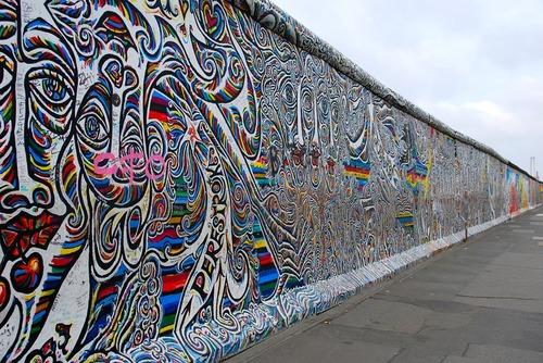 ベルリンの壁のスプレーペイントの層