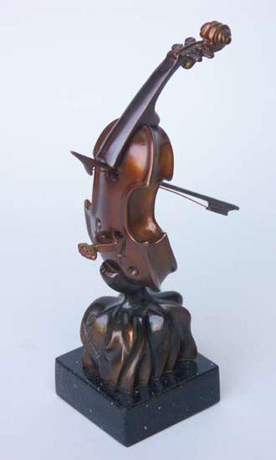 変わった形のバイオリン24