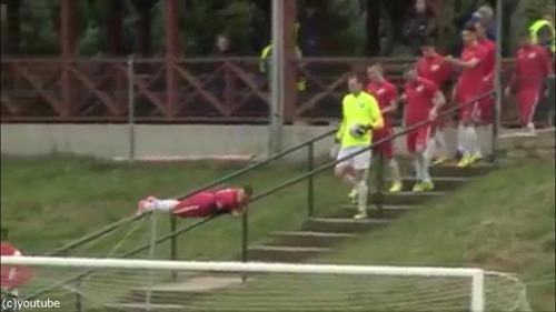 ハンガリー人のサッカー選手の入場のしかた01