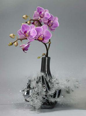 生け花と花瓶─破壊の美学10