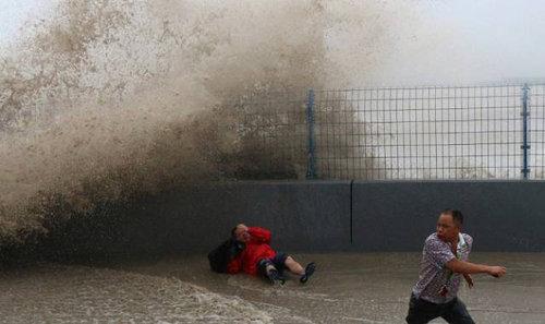 銭塘江の大波18