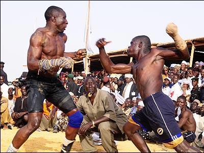 アフリカで繰り広げられるド迫力の格闘技01