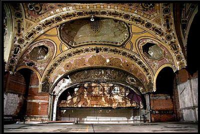廃墟となった劇場10