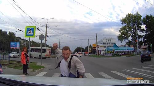 ロシアでは歩行者が車をはねる04
