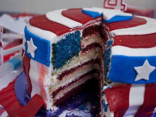 02おもしろいキャラクターケーキ
