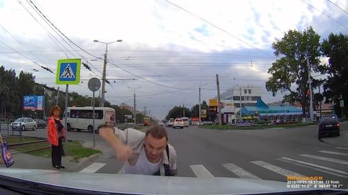 ロシアでは歩行者が車をはねる05