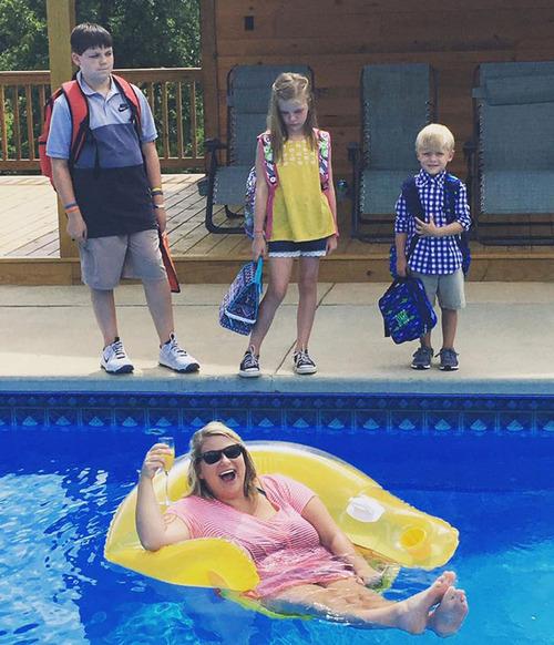 夏休みが終わって喜ぶ親たち01