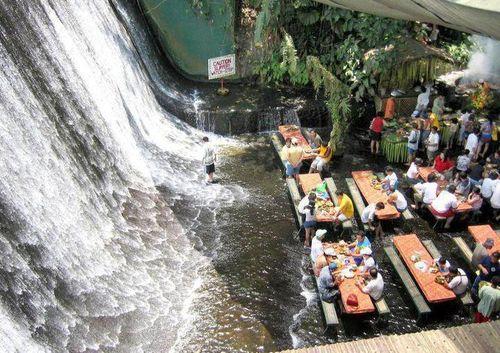 滝のレストラン01
