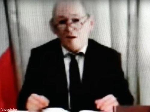 マスクでフランス外相に変装した詐欺グループに実刑判決00