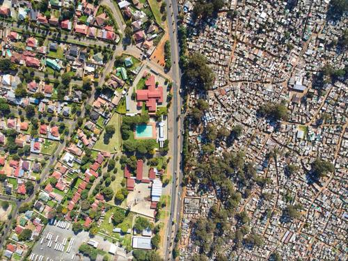 南アフリカの空から見た貧富の差01