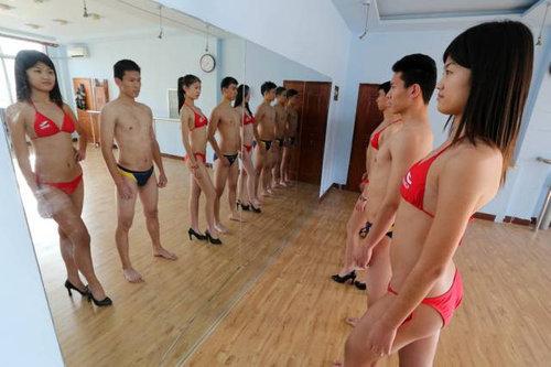 中国ではキャビンアテンダント志望の競争率が高い07