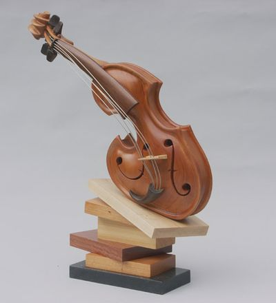 変わった形のバイオリン05