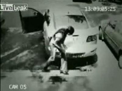 空き缶3個で、車を盗難する方法