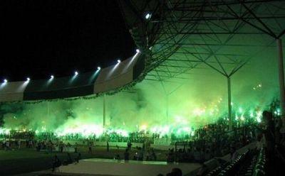サッカー場の発煙筒13