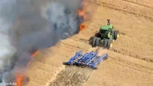 農地を火事から守る農夫03