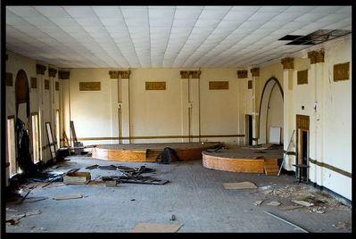 廃墟となった劇場05