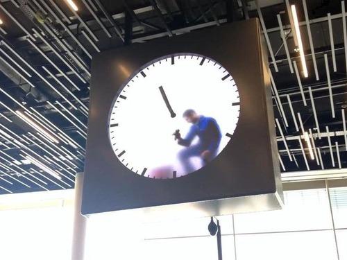 アムステルダム空港の手書き時計02