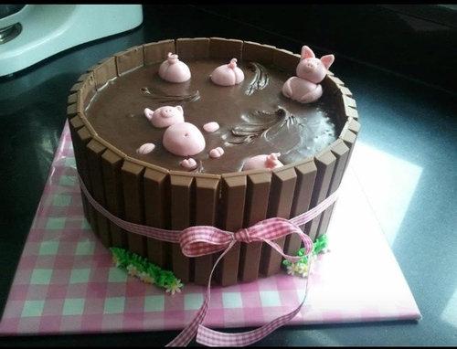 19おもしろいキャラクターケーキ