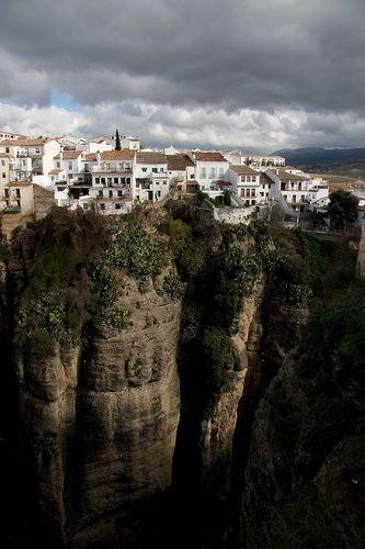 今にも落ちそうな断崖絶壁にある4つの町11
