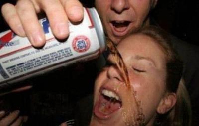 お酒を注ぐのに失敗16