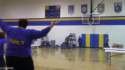 バスケのロングシュートに挑戦したママ07