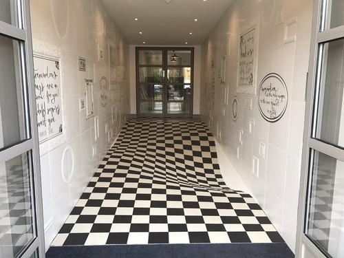 廊下を走らせないデザイン01