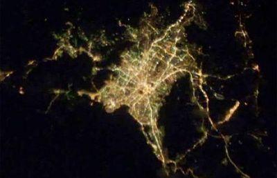 宇宙ステーションから見た世界の大都市の夜景11