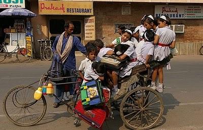 インドのスクールバス03