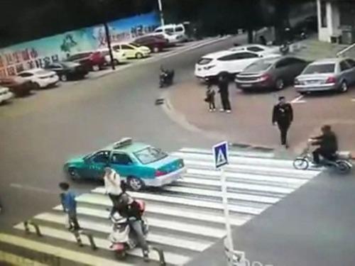 横断歩道の予想外の事故01