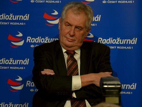 チェコの大統領が豪華船に乗っているところ00