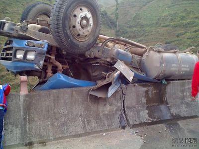 トラックの横転07
