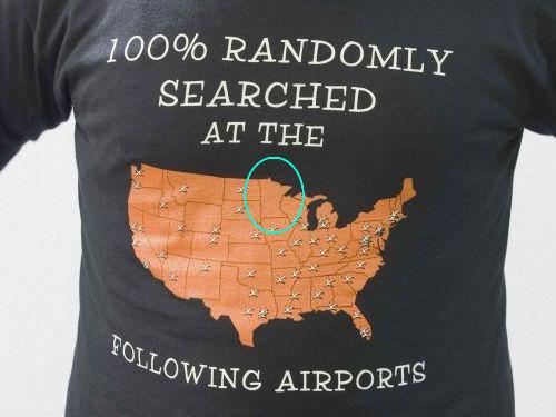 空港で身体検査03