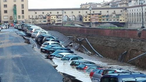 フィレンツェで洪水01