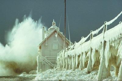 凍った灯台03